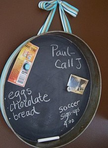 Upcycle an old cake pan into a chalkboard sign