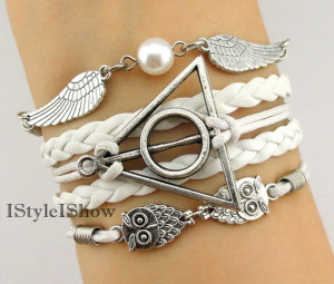 Harry Potter themed bracelet from I Style I Show on Etsy; featured @ thelovenerds