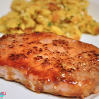 Easy Brown Sugar Pork Chop - So easy to prepare that it makes an amazing weeknight dinner! {The Love Nerds} #dinner #porkchop #porkrecipe