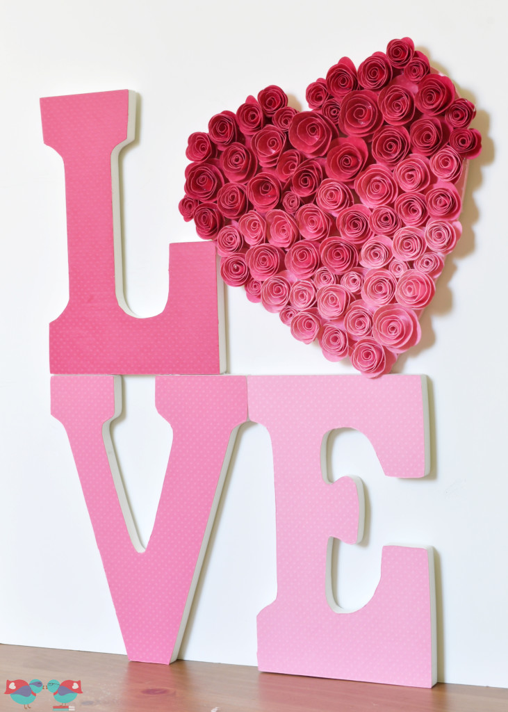 Love Sign with Ombre Rose Heart from The Love Nerds #Valentinesday #valentinesdaydecor #crafts
