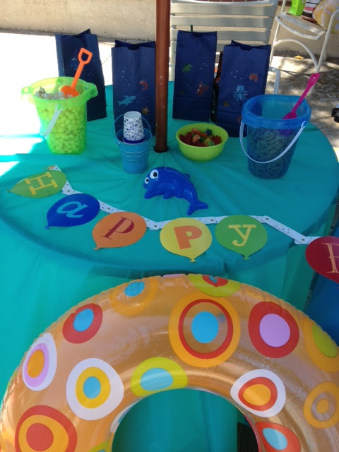 Birthday Pool Party from One Tipsy Chick {The Love Nerds - Birthday Celebrations} #birthday #birthdayparty #poolparty