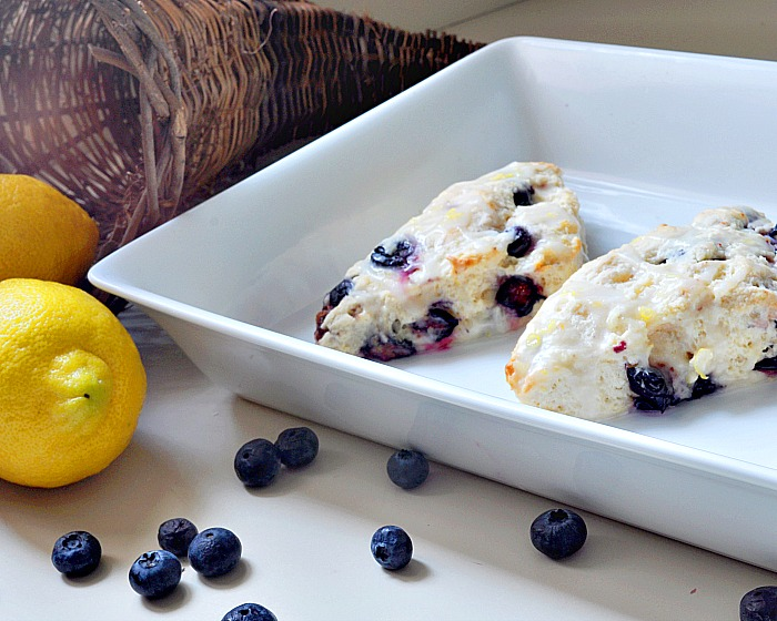Delicious Glazed Lemon BlueBerry Scones {The Love Nerds} #recipe #scones #breakfast #pastry