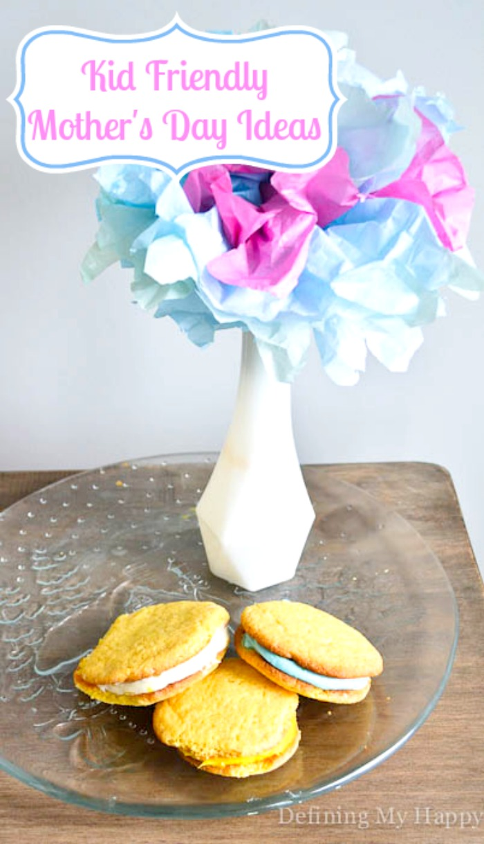 Kid Friendly Mother's Day Ideas - Sandwich Cookies and Tissue Paper Flower Bouquet! {The Love Nerds}