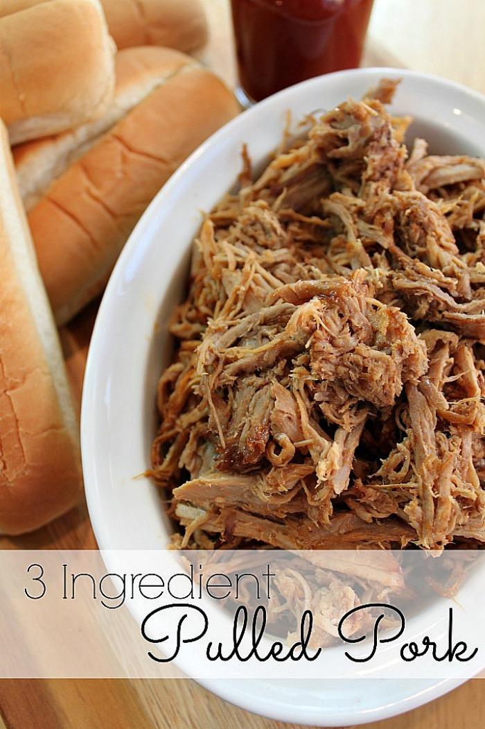 Delicious 3 Ingredient Pulled Pork {The Love Nerds}  #porkrecipe #dinneridea #pulledpork