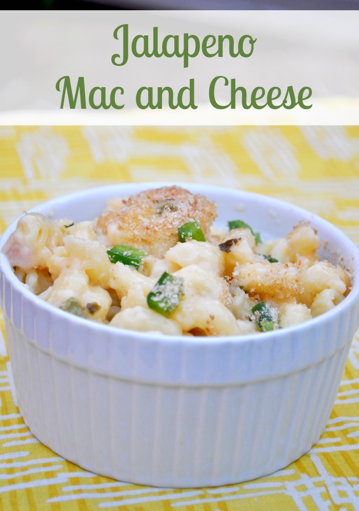 Jalapeño Mac and Cheese - A Creamy Baked Macaroni with the perfect amount of heat from jalapeños and pepper jack cheese! {The Love Nerds} #macandcheese #dinnerrecipe