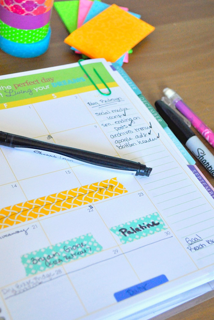 How I Use my Erin Condren Life Planner to Organize my Personal Life and my Business! {The Love Nerds} #gettingorganized #familyplanner #businesstips