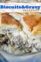 Amazing Biscuits and Gravy Casserole with perfectly fluffy biscuits and delicious sausage gravy. {The Love Nerds} #recipe #breafast