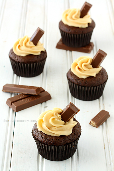 Kit-Kat-Cupcakes-With-Caramel-Buttercream-Frosting-7926