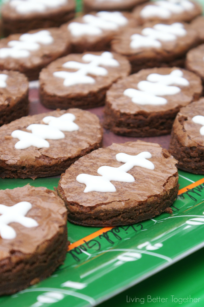 Football Sundae Party by Living Better Together {The Love Nerds' Feature} #gameday #footballbrownies #partyideas