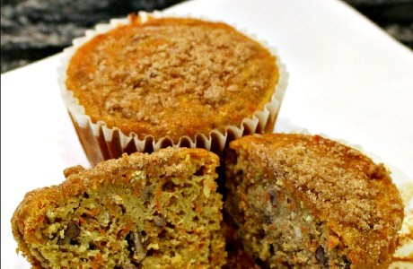 Apple Carrot Muffins - A delicious muffin recipe combining the flavors of fall. Perfect breakfast recipe for a cool morning or holiday brunch! {The Love Nerds Apple Series}