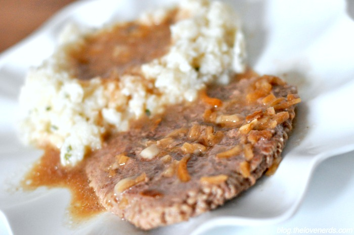 An easy 5 ingredient dinner idea that will make your house smell amazing - French Onion Cube Steaks with Gravy! {The Love Nerds}