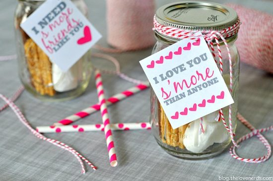 S'mores Gift Idea! Whether for Valentine's Day or even a random act of kindness, spread a little s'more love by gifting these cute jars! FREE tags included in post! {The Love Nerds}