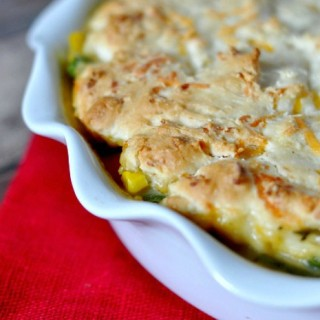 Dinner Made Easy! 2 Dinner Ideas the whole family will love with only 10 minutes of prep work, like this Creamy Garlic & Herb Chicken Pot Pie with a Cheddar Biscuit Crust! {The Love Nerds} #Ad #WeekNightHero