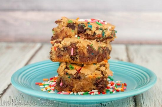 Sprinkle Congo Bars - These Chocolate Chip Cookie Bars are super delicious and a treat everyone will love!