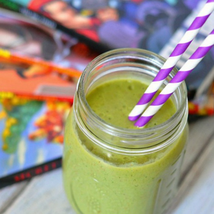 The Incredible Hulk Smoothie - A green smoothie packed full of healthy goodies while still tasting absolutely DELICIOUS! {The Love Nerds}