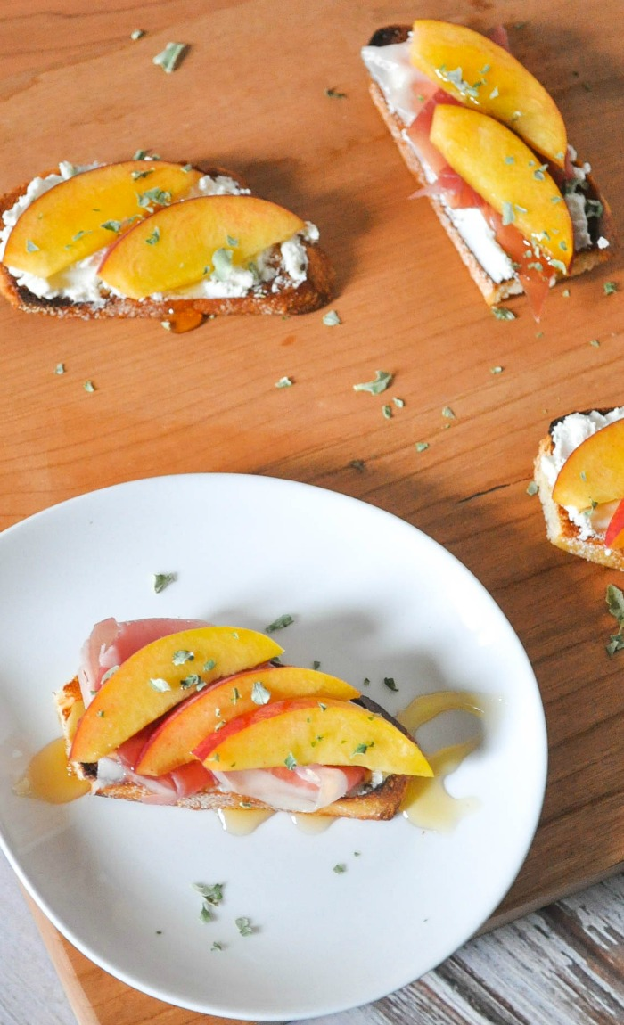 A gorgeous and easy appetizer idea! These Peach Prosciutto Goat Cheese Crostinis will impress everyone! |The Love Nerds