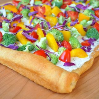 Cream Cheese and Dill Veggie Pizza makes a fresh and colorful appetizer!! | The Love Nerds