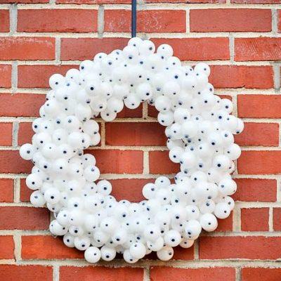 Spooky DIY Halloween Eyeball Wreath