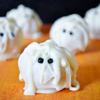 Need an adorable Halloween treat? Goosebumps Curse of the Mummy Truffles are perfect! A cute mummy outside and delicious pumpkin truffles on the inside!   The Love Nerds