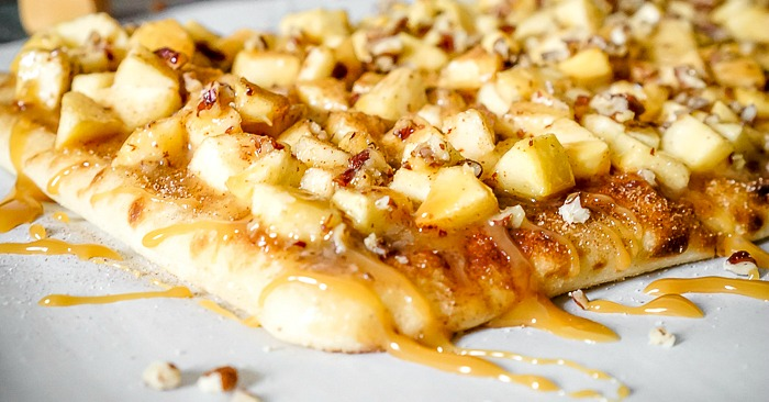 Take the classic cinnamon sticks dessert and make it even better! These Caramel Apple Cinnamon Sticks are overflowing with yumminess! | The Love Nerds #ad #naantraditional