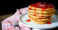 PEANUT BUTTER AND JELLY PANCAKES - A fun breakfast recipe and twist on the classic flavor combination! | The Love Nerds