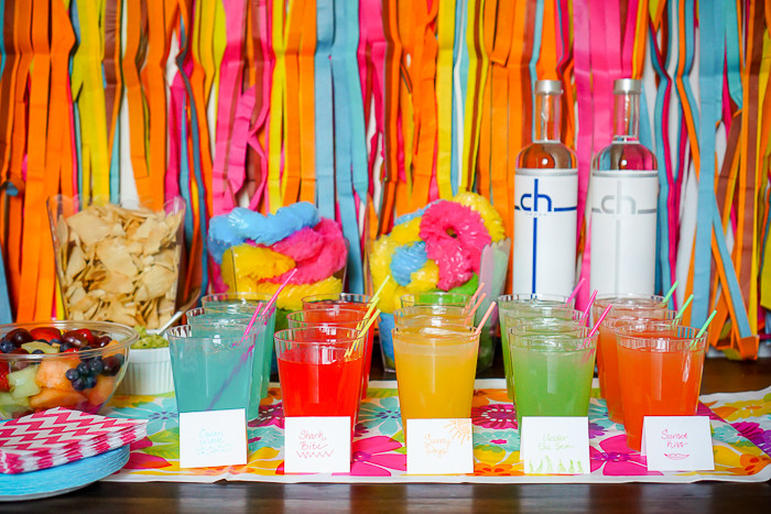 Forget dreary winter and celebrate bright, tropical flavors of summer with an easy Colorful Summer Party! | The Love Nerds #ad #chdistillery #CHooseCH #CHhouseparty