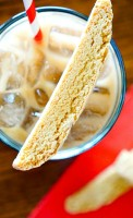 Simple & Sweet Cookie Butter Biscotti Recipe - A crunchy cookie recipe perfect for dunking into your coffee or hot chocolate while sweet enough to love all on its own! | The Love Nerds
