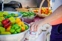7 Tips to Make Shopping at Farmers Markets Enjoyable - The perfect summer outing that also provides you with amazing produce at great prices! #ad #NestleSplashOfFun
