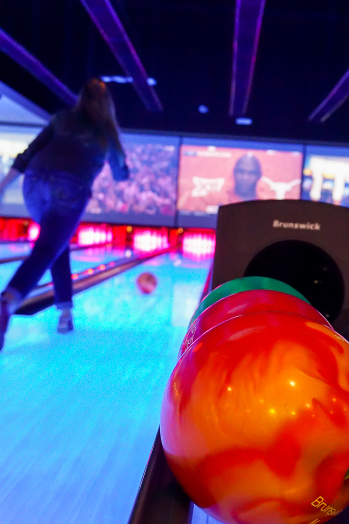 Take a much needed break and head to Main Event to Eat. Bowl. Play. because sometimes we all just need to be a kid! | The Love Nerds #EatBowlPlay #ad