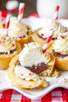 Peppermint Hot Chocolate Cookie Cups