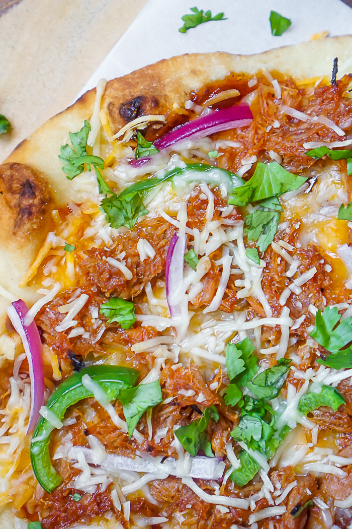 BBQ Pulled Pork Flatbread Pizza - Whether you want to enjoy this recipe for lunch, dinner or with your friends on Game Day, this easy flatbread recipe is ready in no time and always delivers great flavor! | The Love Nerds