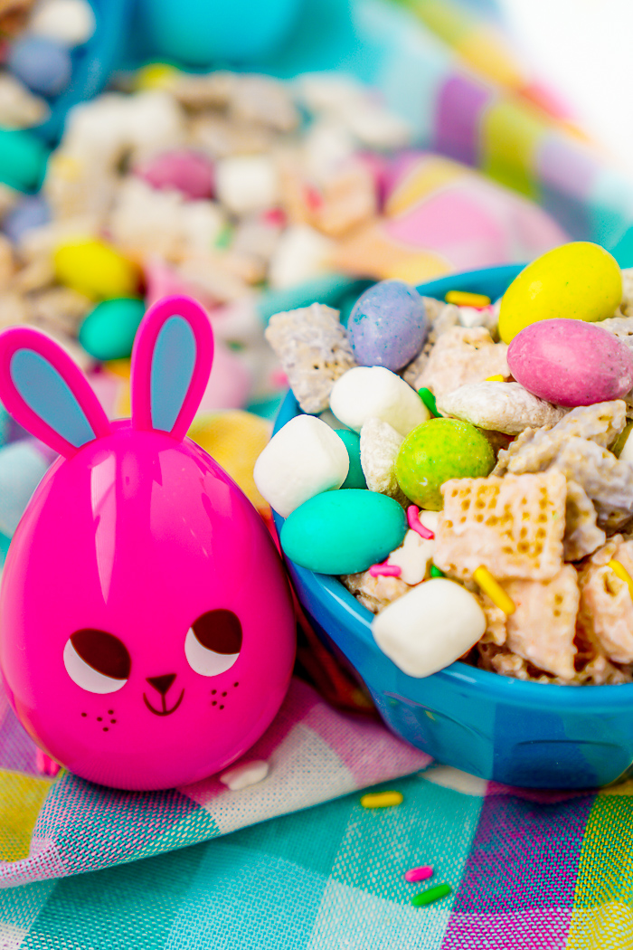 Easter Bunny Chow Recipe - An easy and tasty spring puppy chow recipe the whole family will love! These muddy buddies are just too cute to pass up for the Easter holiday! | The Love Nerds