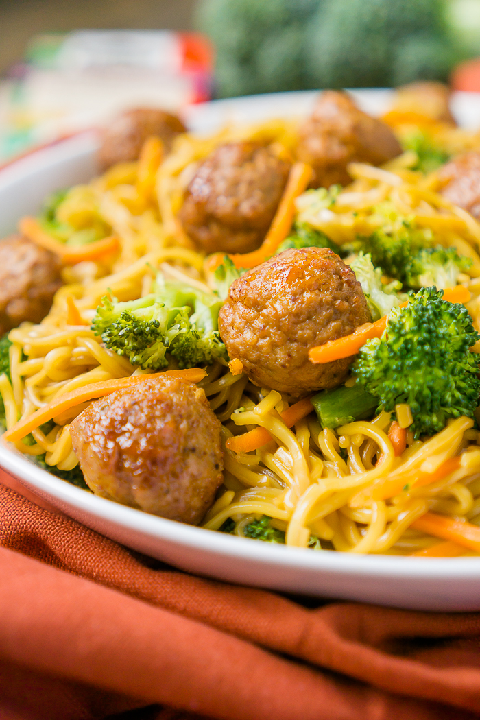 One Pot Korean BBQ Meatball Chow Mein is a tasty family dinner prepared in under 20 minutes making it perfect as a weeknight dinner! | The Love Nerds #ad