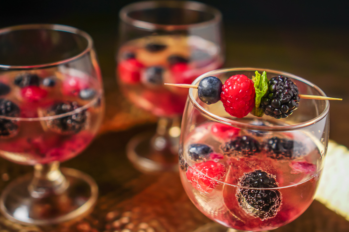 Sparkling Wine Cocktail Recipe for Your New Year's Celebration - Sparkling Berry Mimosa