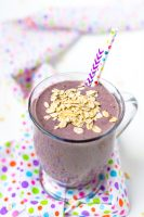 Pregnancy Smoothie with Ginger, Berries, Spinach and Greek Yogurt! Pregnancy Super Foods!