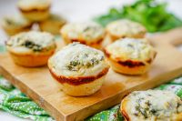 Mini Spinach Dip Bread Bowls _
