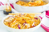 This recipe for homemade chicken lo mein is an easy family dinner the whole family will love! Noodles, vegetables, and soy sauce combine for a light, fresh meal that makes a tasty dinner and leftovers!| THE LOVE NERDS #chickendinner #easychickenlomein #chinesechickenrecipe