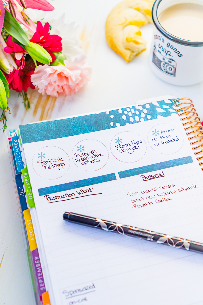 Looking for Erin Condren Planner Ideas? I'm sharing how I use the monthly notes page in my EC Life Planner. Ideas for using the circles, list sections and journaling box.