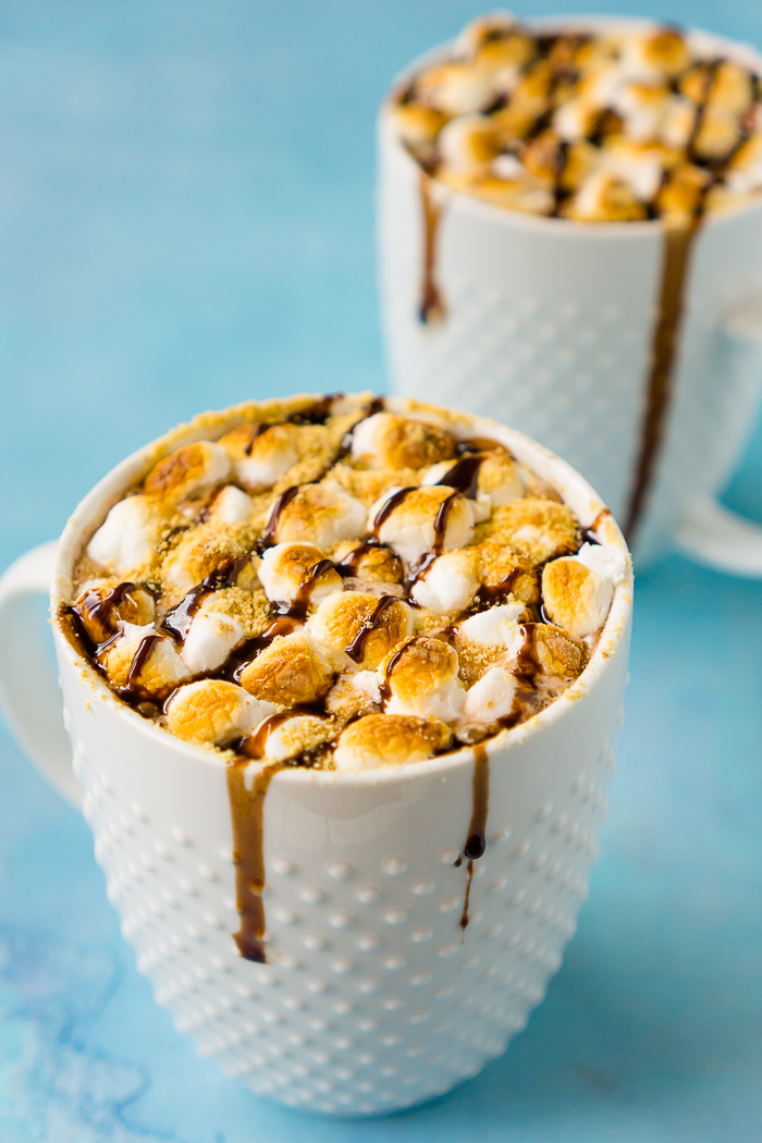Indulge in an extra rich treat this winter season with this easy S'Mores Hot Chocolate! Rich hot chocolate topped with toasted marshmallows, graham cracker crumbs and chocolate drizzle! | THE LOVE NERDS