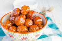 Delicious Peach BBQ Meatballs are quickly tossed together to cook in the slow cooker for a tasty game day recipe or easy weeknight dinner! Packed full of protein, these are the perfect combination of sweet and smokey.  | THE LOVE NERDS #meatballrecipe #gamedayappetizer #partyfood #easydinner